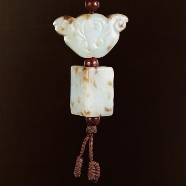 A GROUP OF TWO CHINESE WHITE AND RUSSET JADE PENDANTS